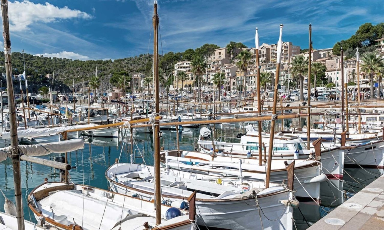 Port de Soller pocket guide to Soller by Nakar Hotel
